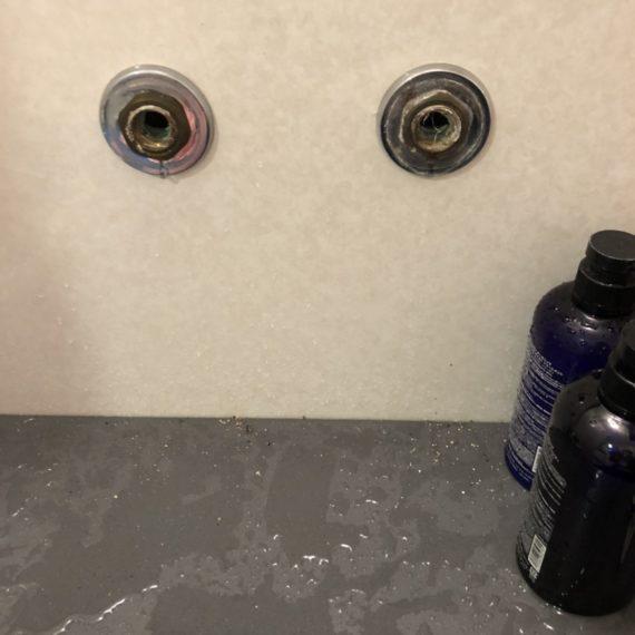 浴室シャワー水栓工事中